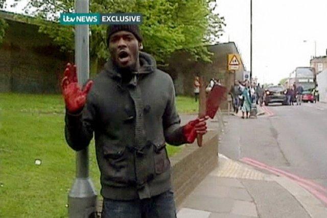 L'un des deux auteurs présumés de l'assassinat terroriste... (IMAGE REUTERS/ITV NEWS)
