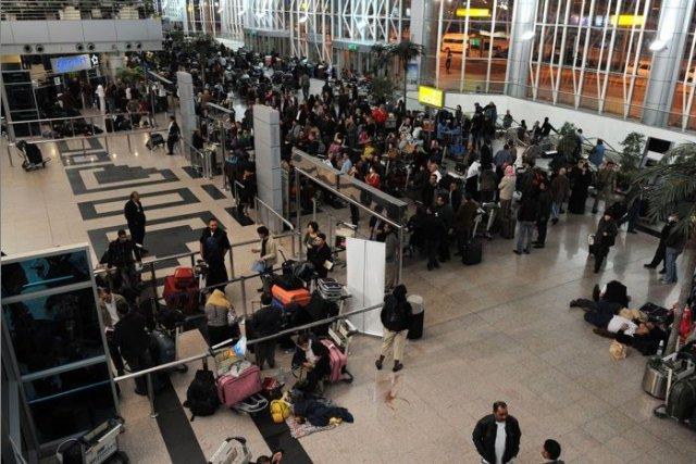 La grève a retardé le départ de sept... (Photo Archives AFP)