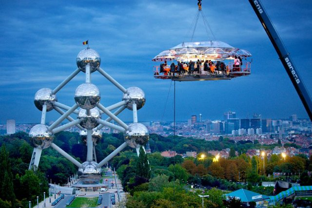Dinner in the Sky propose des repas au... (Photo fournie par Dinner in the Sky)