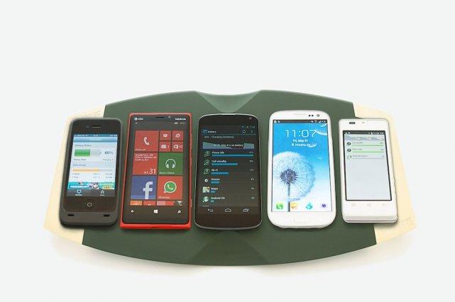 WoW5 peut charger cinq smartphones en même temps.... (Photo ConvenientPower/Business Wire)