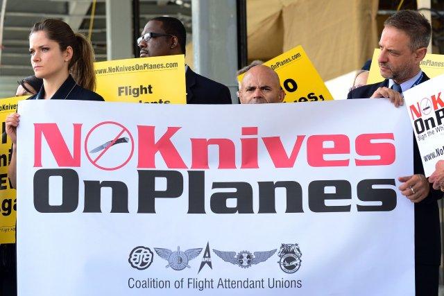 Des employés de U.S. Airlines manifestent à l'aéroport... (Photo Frederic J. Brown, Agence France-Presse)