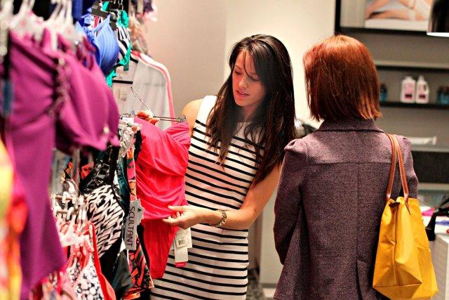 La styliste Ysabelle Mercier propose un maillot bustier... (Le Soleil, Pascal Ratthé)