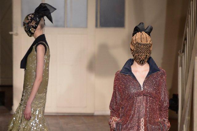 Deux créations Maison Martin Margiela Haute Couture vues... (PHOTO MARTIN BUREAU, AFP)