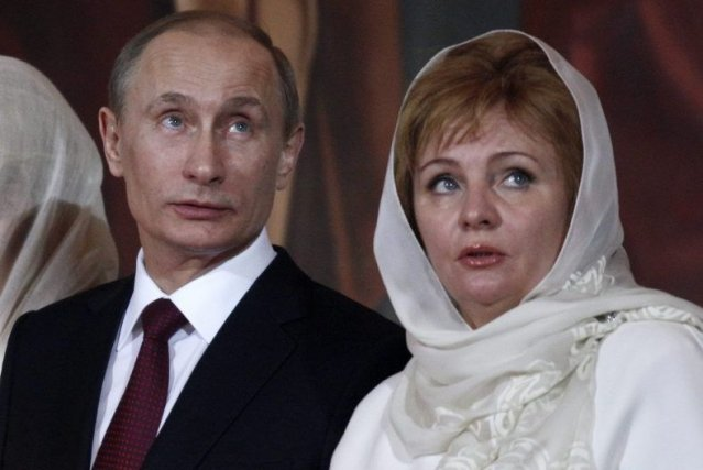 Vladimir Poutine et son ex-femme Lioudmila.... (Photo Alexander Zemlianichenko, Associated Press)