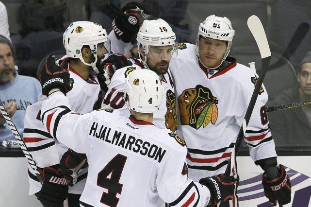 Les Blackhawks ont pris une avance de 3-1... (Photo AP)