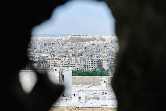 Vue d'Alep depuis la citadelle du XIIIe siècle... (PHOTO AFP/STR)