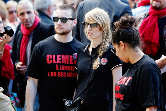 Rapidement, des rassemblements étaient organisés en hommage au... (PHOTO CHARLES PLATIAU, REUTERS)