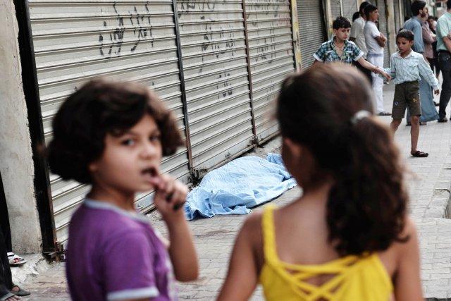 Près de 4 millions d'enfants syriens, en Syrie... (PHOTO ARIS MESSINIS, ARCHIVES AFP)