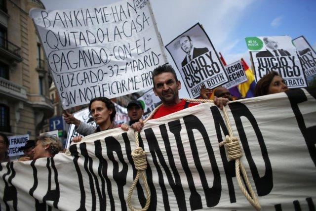 Symboles de la crise et du chômage écrasant,... (PHOTO JUAN MEDINA, REUTERS)
