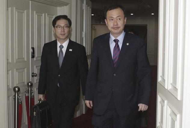 Des délégués duministère sud-coréen de l'Unifications'apprêtent à partir... (PHOTO LEE JAE-WON, AFP)