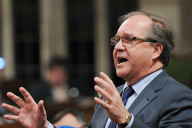 Le ministre fédéral des Affaires autochtones, Bernard Valcourt.... (La Presse Canadienne)
