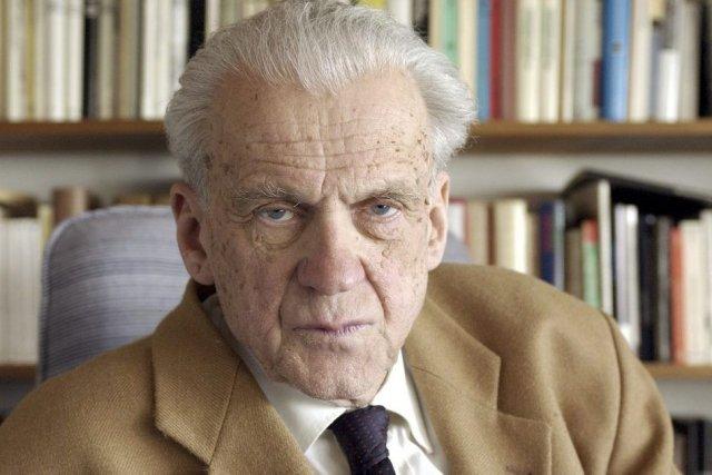 Walter Jens en 2003... (Photo: archives AFP)