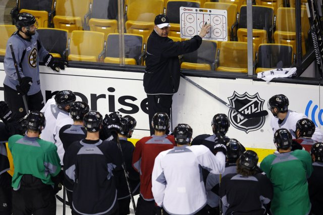 L'entraîneur des Bruins de Boston Claude Julien a... (Photo Brian Snyder, Reuters)