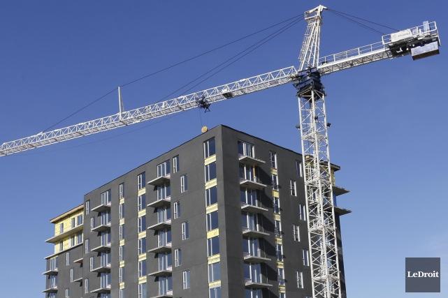 Le nombre de logements commencés a augmenté de... (PHOTO ARCHIVES LEDROIT)