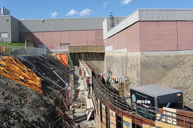 La construction de l'embarcadère de la nouvelle salle... (Collaboration spéciale Geneviève Gélinas)