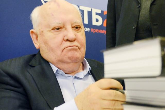 Mikhaïl Gorbatchevest apparu ces dernières années le visage... (PHOTO NATALIA KOLESNIKOVA, ARCHIVES AFP)