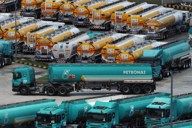 Petronas possède une participation de 62% dans le... (PHOTO MOHD RASFAN, ARCHIVES AFP)