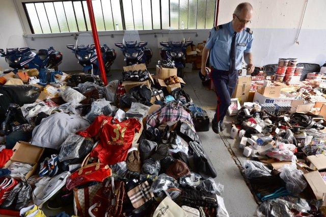 Ces dernières années, les contrefacteurs ont largement diversifié... (Photo PATRICK HERTZOG, AFP)
