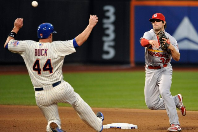Pete Kozma (38) des Cardinals face à John... (Photo Kathy Kmonicek, AP)
