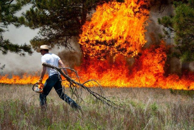 Quelque 38 000 personnes ont été sommées d'évacuer... (Photo The Colorado Springs Gazette, Mark Reis, AP)