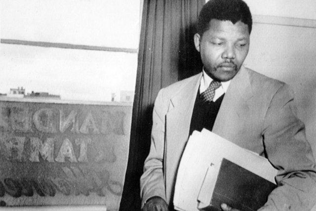 Nelson Mandela à Johannesburg, en 1952.... (PHOTO ARCHIVES AP)