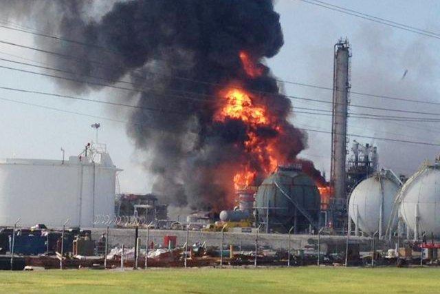Une explosion est survenue à l'usine chimiqueWilliams Companies... (PHOTO RYAN MEADOR, AP)