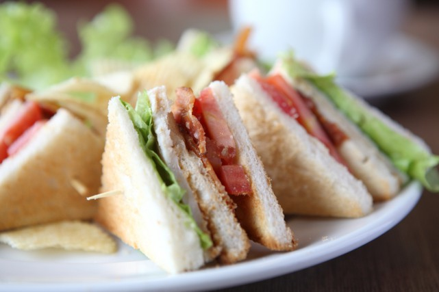 La serveuse d'un restaurant de Barrie, en Ontario, ne pourra finalement pas... (Photo shutterstock.com)
