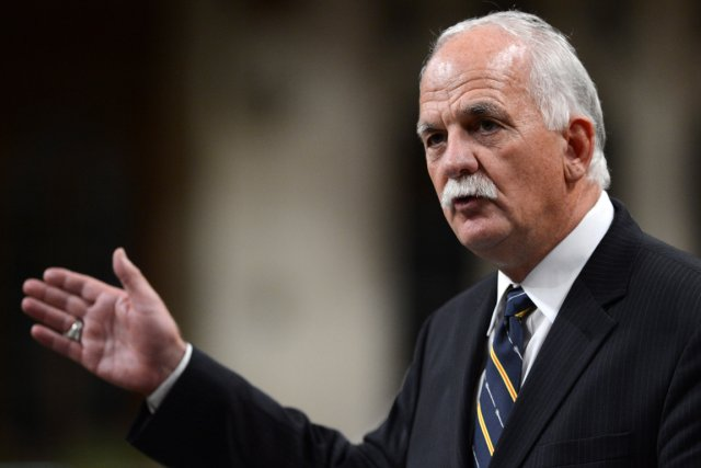 Le ministre de la Sécurité publique Vic Toews,... (Photo Sean Kilpatrick, La Presse Canadienne)