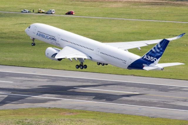L'A350, nouveau long-courrier d'Airbus, a bouclé sans encombre son premier vol...