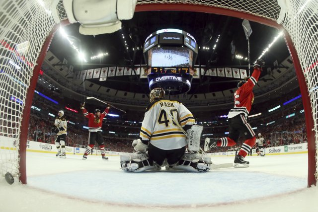 Les six périodes qu'ont disputées les Bruins et... (Photo : Bruce Bennett, AP)