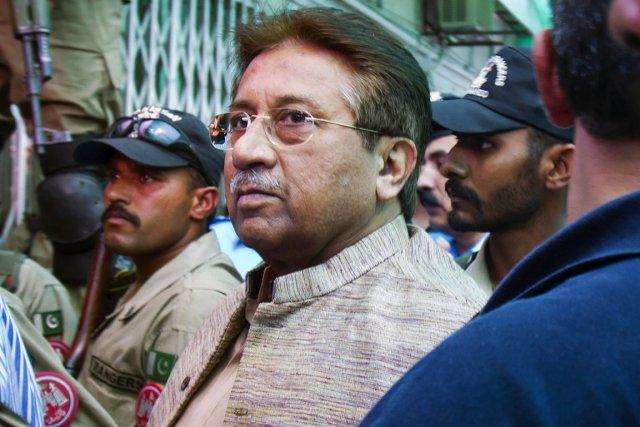 Le général Musharraf, au pouvoir entre son coup... (PHOTO ANJUM NAVEED, ARCHIVES AP)
