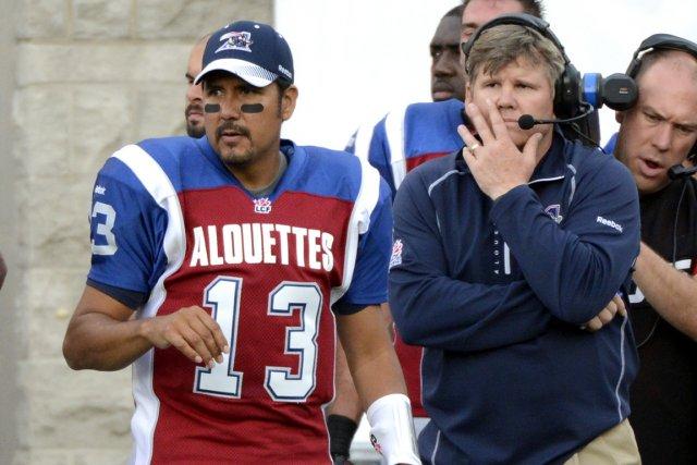 L'entraîneur des Alouettes Dan Hawkins en compagnie du... (Photo : Bernard Brault, La Presse)
