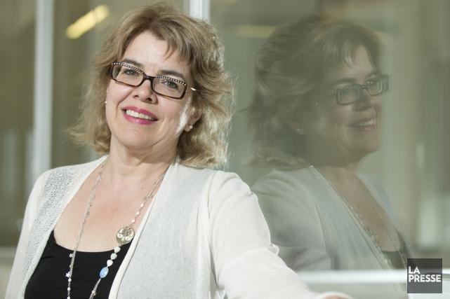 L'auteure Chrystine Brouillet et les éditions de l'Homme... (Photo: Hugo-Sébastien Aubert, La Presse)