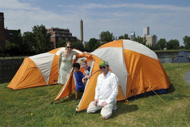 Samedi soir, les campeurs néophytes sont invités à passer la nuit sur le lieu... (PHOTO LA PRESSE CANADIENNE)