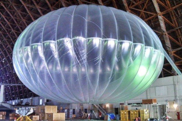Google teste dans la stratosphère de gros ballons... (Photo Andrea Dunlap/Google, AP)