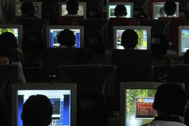 Fin 2014, il y avait 648 millions d'internautes... (Photo Archives Reuters)