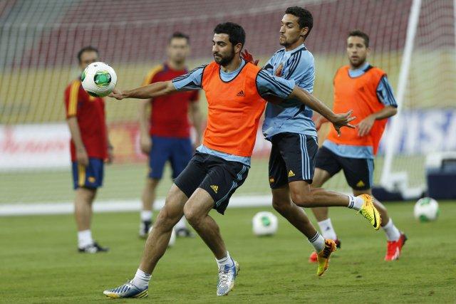 L'équipe espagnole s'entraîne avant le match contre le... (Photo Ivan Alvarado, Reuters)