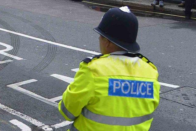 Le policier a été attaqué à l'arme blanche... (Photo archives Reuters)