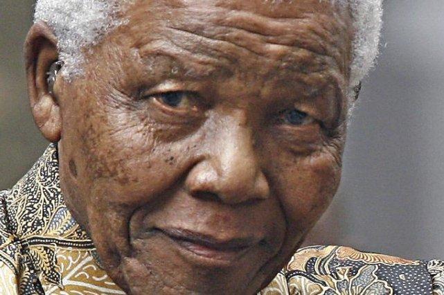 Nelson Mandela repose toujours à l'hôpital à Pretoria.... (PHOTO LEON NEAL, ARCHIVES AFP)