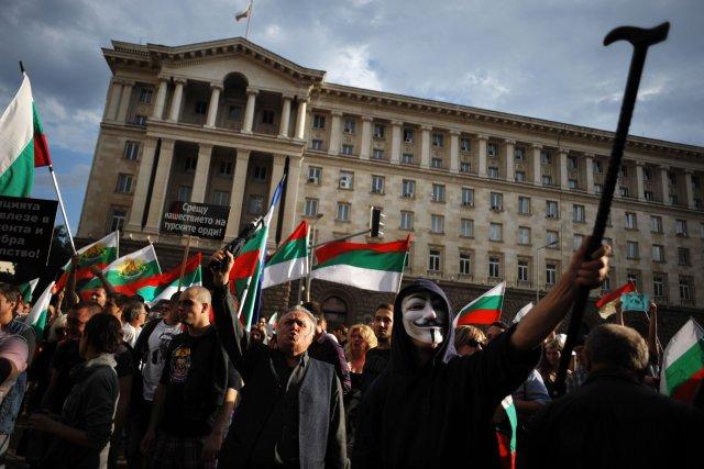 Dimanche, ils étaient plus de 10000 manifestants à... (Photo NIKOLAY DOYCHINOV, AFP)