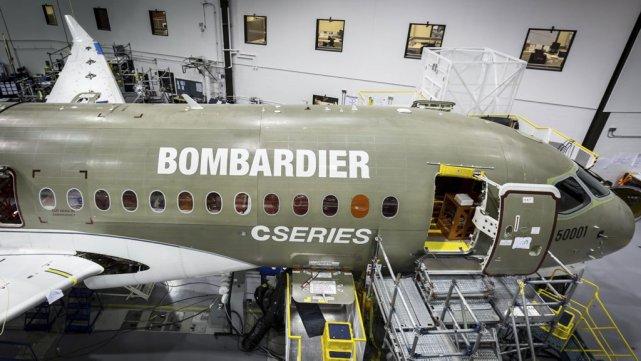 Un avion CSeries en construction à Mirabel en... (Photo Reuters)