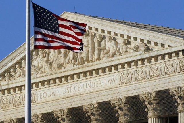 Cette loi de l'Arizona exigeait aux immigrés sans-papiers... (PHOTO : ALEX BRANDON, ARCHIVES AP)