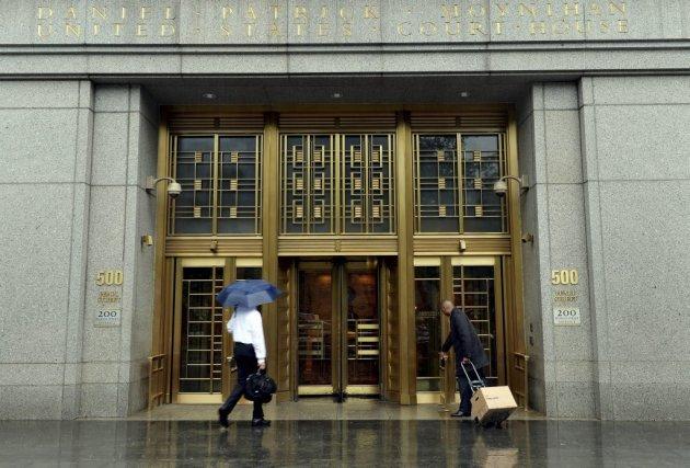 L'entrée de la Cour fédérale de New York... (Photo STAN HONDA, AFP)
