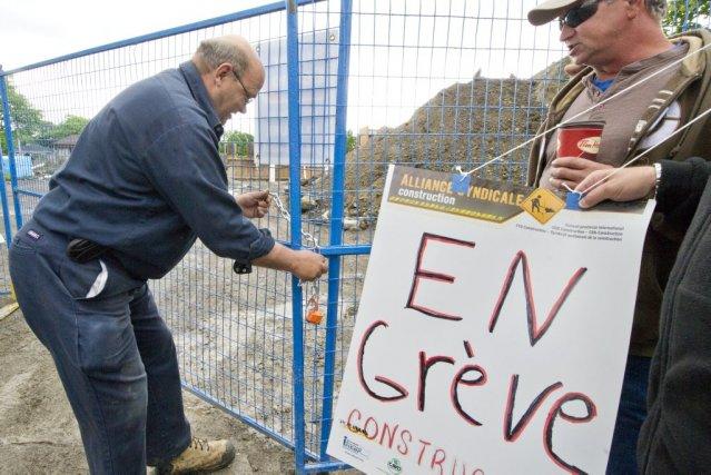 Tous les chantiers au Québec sont fermés depuis... (Photo Martin Roy, Le Droit)