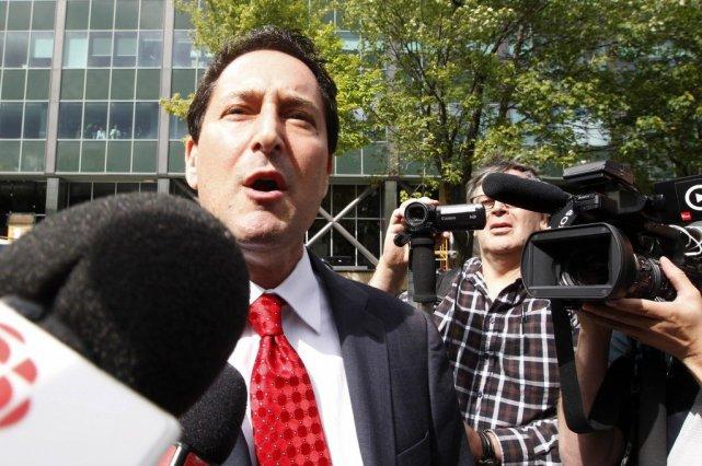 Michael Applebaum à sa sortie du centre opérationnel... (Photo La Presse Canadienne)