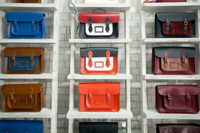 Les nouveautés de la collection masculine.... (Photo fournie par la Cambridge Satchel Company)