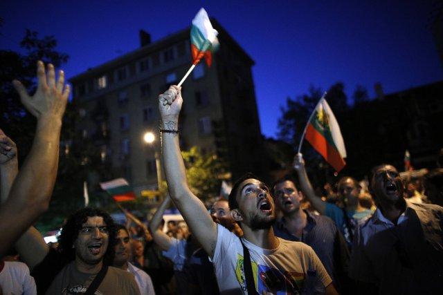 Mardi soir, plus de 7000 personnes, soit autant... (Photo Stoyan Nenov, Reuters)