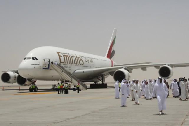 La compagnie aérienne Emirates a annoncé mercredi une réduction de ses vols... (PHOTO ARCHIVES AFP)