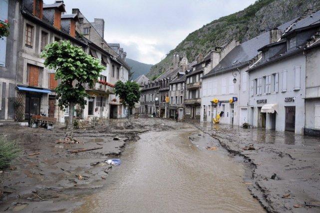 Les pluies diluviennes qui sont tombées sur la... (PHOTO PASCAL PAVANI, AFP)