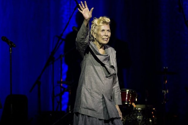 Joni Mitchell en spectacle à Toronto.... (Photo: La Presse Canadienne)